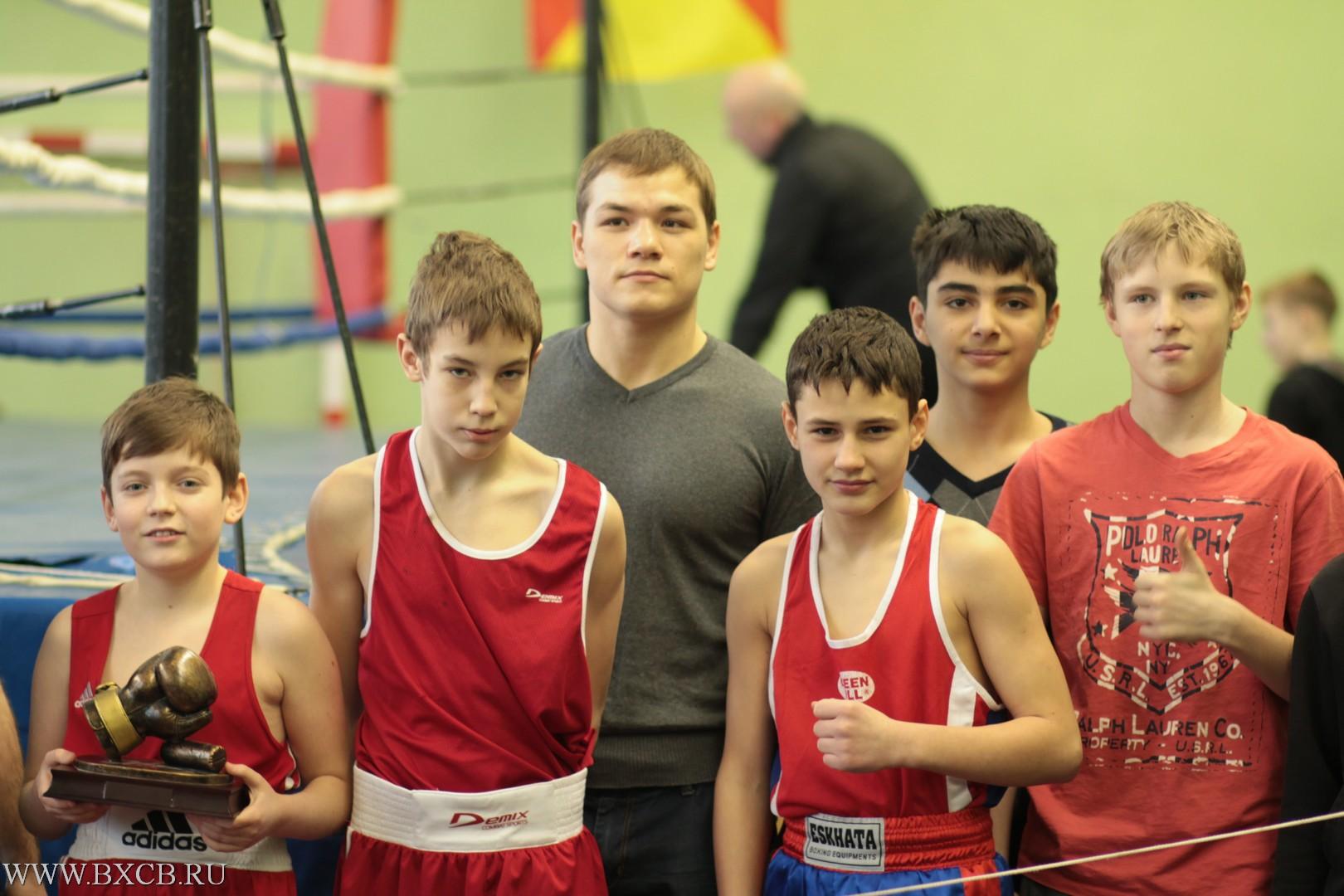 Федор Чудинов с молодыми боксерами в клубе Герасимова